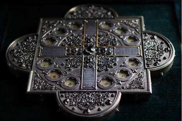 Частицы мощей преподобных Старцев оптинских