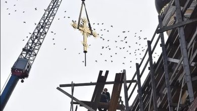 Photo of Установка четырех крестов на купола Сретенского храма