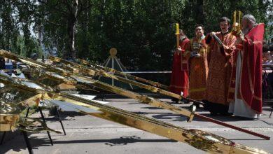 Photo of Освящение и установка накупольных крестов на храм Сретения Господня